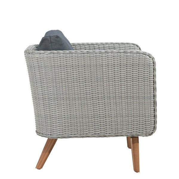 Erika Chair3